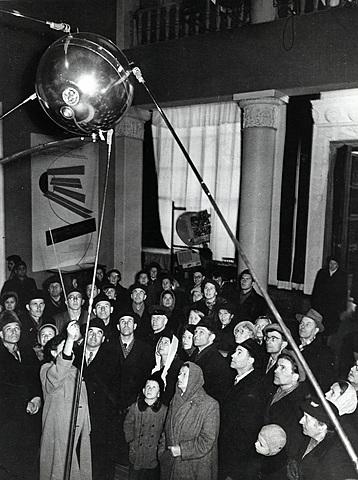 """Lanzamiento del """"Sputnik"""" al espacio exterior"""