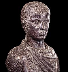 La llegada de Decenio por mandato de Constantino II con Juliano