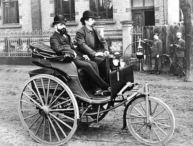 Primer auto de 3 ruedas