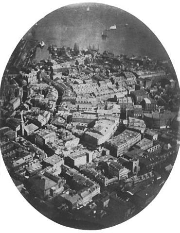 Se realiza la primera fotografía aérea.