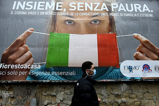 Italy makes wearing mask mandatory in public places