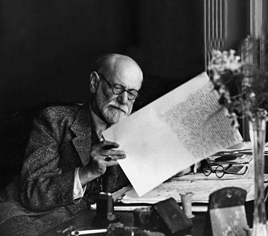 Freud propone su primera teoría sobre la histeria