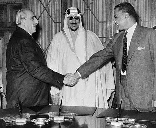 1958 : Égypte et Syrie créent une République Arabe Unie.
