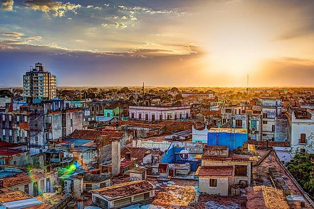 El gobierno de Cuba endureció su línea de partido y el poeta Heberto Padilla fue obligado a rechazar en un documento público su llamado visitas decadente y desviadas
