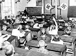 Característiques particulars dels règim totalitari (IV)