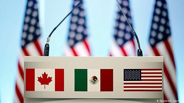 Se aprueba el Tratado de Libre Comercio de América del Norte (TLCAN).