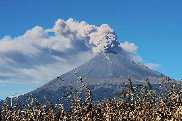 El Popocatépetl hace una fuerte erupción.