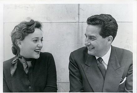 Fallecen dos mexicanos de las letras mexicanas: Octavio Paz y Elena Garro.