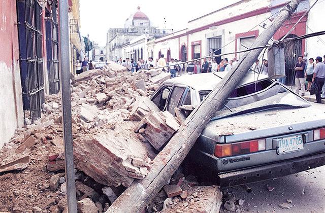 Ocurre un sismo de 7.4 grados Richter en el estado de Oaxaca.