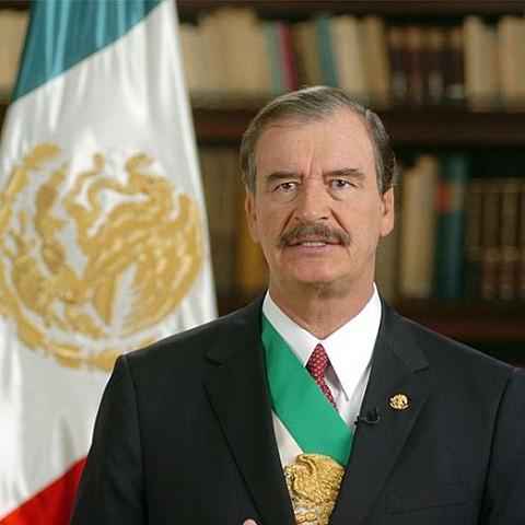 Vicente Fox resulta electo para la presidencia y se termina con 71 años de poder del PRI.