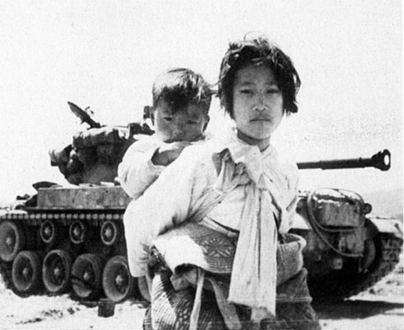 Comienza la guerra de Corea por la invasión norcoreana a Corea del sur.