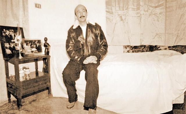 El expresidente Salinas de Gortari se declara en huelga.