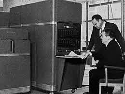 Apertura del Centro de Cálculo Electrónico (CCE); se instala la primera computadora en la UNAM.