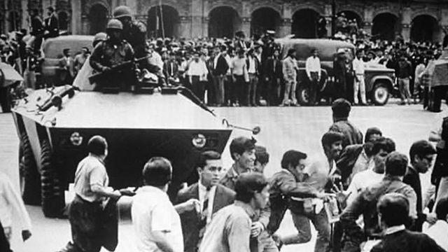 Se organiza una concentración cívica convocada por el cnh en la Plaza de las Tres Culturas, Tlatelolco.