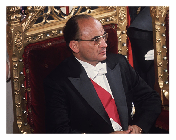 Asume la presidencia de la República Luis Echeverría Álvarez