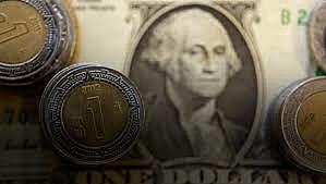 Echeverría anuncia la devaluación del peso