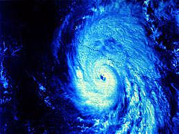 Azota las costas del estado de Guerrero el huracán Madeline con vientos máximos que superan los 220 km/h.