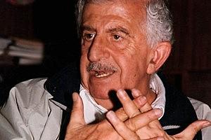 Fallece el dramaturgo Héctor Azar en la Ciudad de México.