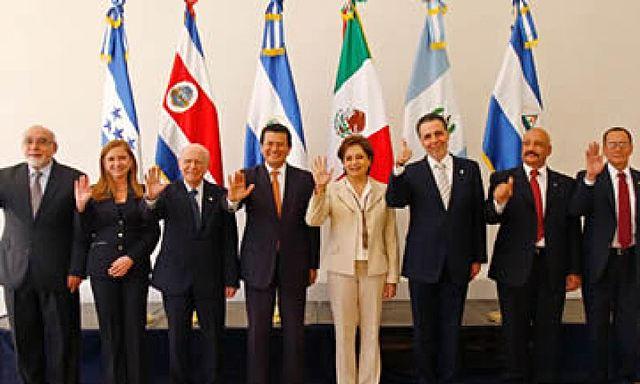 Firma del tratado de libre comercio con El Salvador, Guatemala y Honduras.