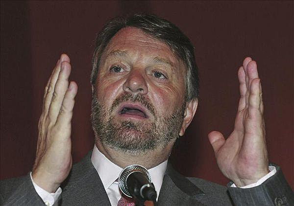 Es nombrado Jorge Castañeda Gutman como secretario de relaciones exteriores.