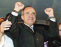 Felipe Calderón gana las elecciones