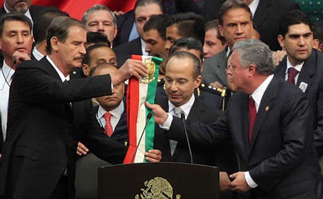 Calderón asume la Presidencia de México