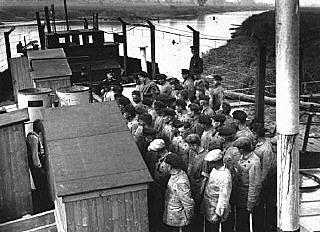 Els primers camps de concentració