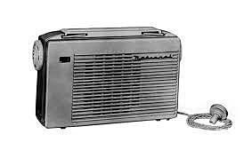 La unión soviética crea una serie de modelos experimentales de radio (teléfono) comunicadores de tamaño bolsillo.