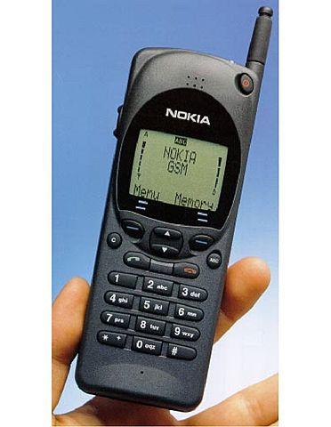 El Nokia 2110 fue el primer móvil capaz de enviar y recibir SMS.