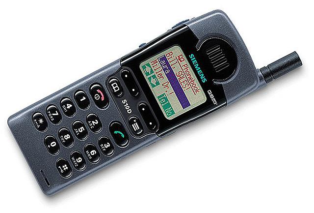 El modelo Siemens S10, el primer teléfono en ofrecer una pantalla a color