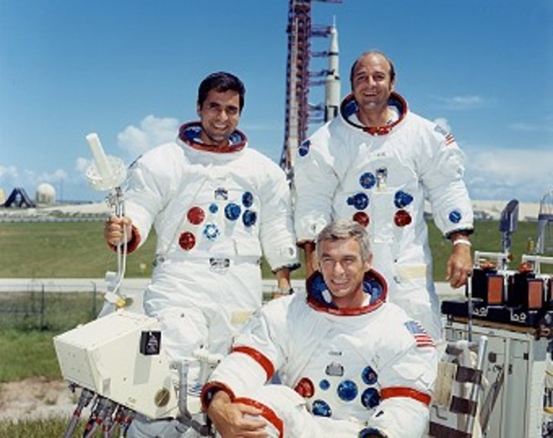 Apollo 17's return from the moon (US)