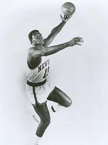 Willis Reed Hobbles off court