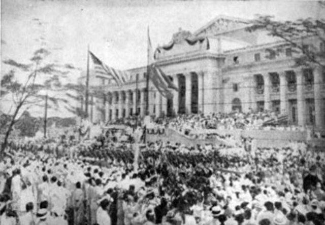 The Philippines become a Commonwealth of the USA