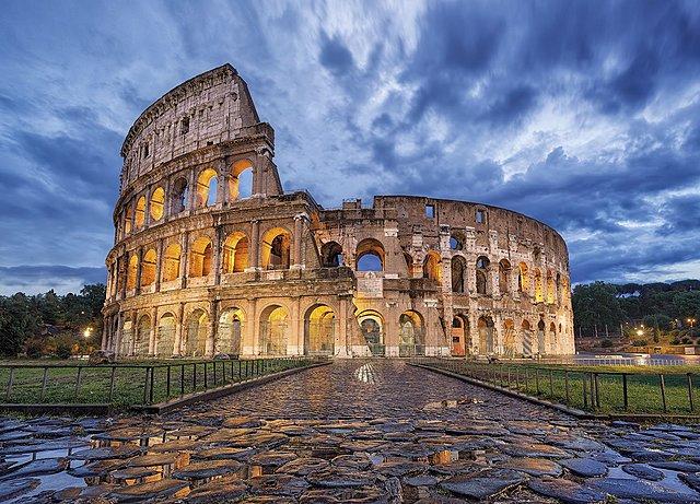 Vespasiano inicia construccion de Coliseo
