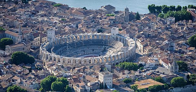 Se muda a Arles