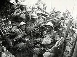Itália declara guerra contra os aliados