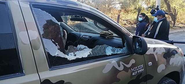 Emboscada en K'ara K'ara deja dos policías heridos y más de 15 vehículos destrozados