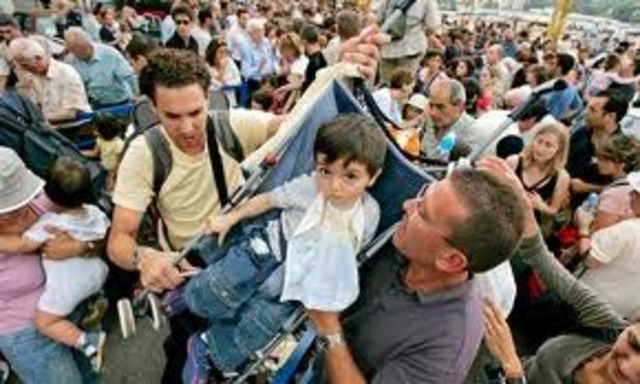 Middle East   Egypt evacuates citizens from Libya