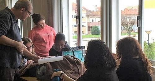 Sessões de mediação leitora com alunos na biblioteca