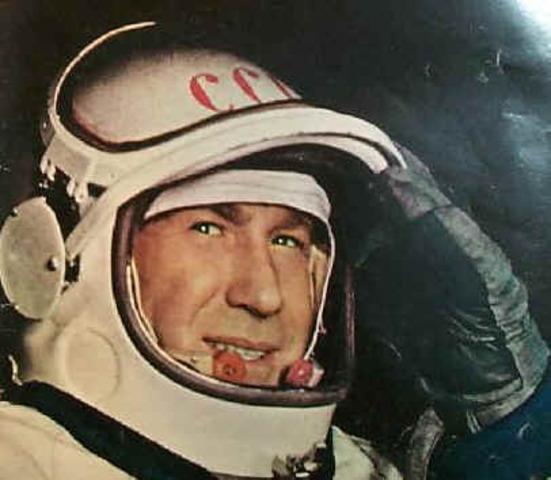Första rymdpromenaden