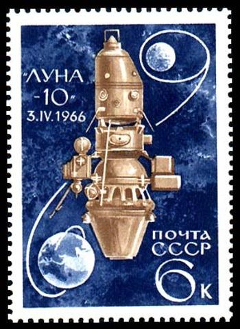 Första omloppsbanan runt månen