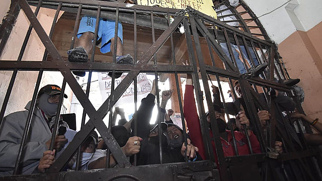 Arranca rastrillaje en cárceles tras 159 casos positivos y 40 decesos