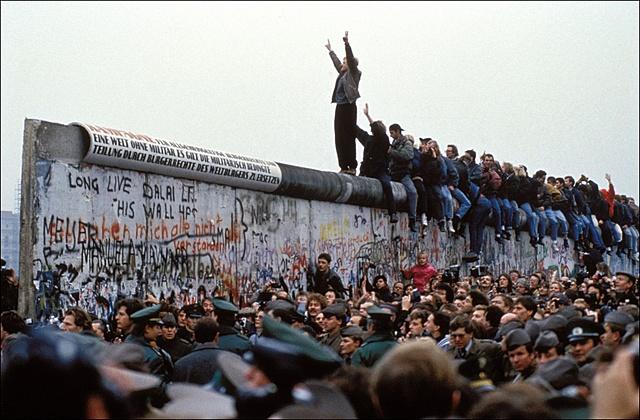 Cade il Muro di Berlino