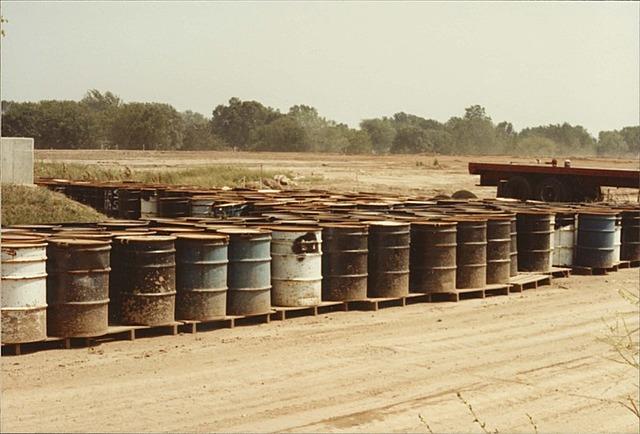 Descubrimiento de tanques llenos de desechos quimicos