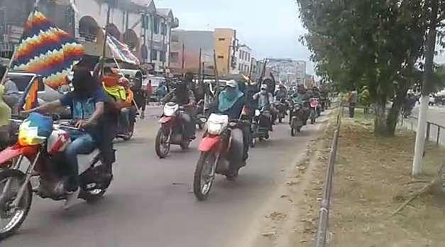 Policía se repliega y motoqueros armados siembran temor en Yapacaní
