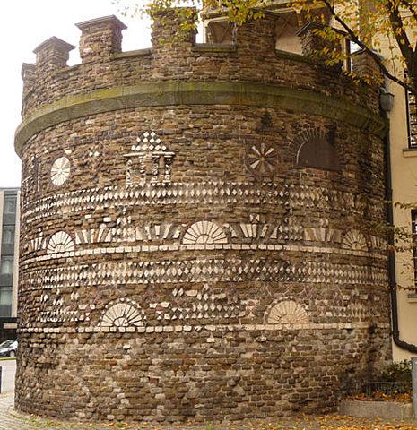 Naissance de Cologne : Installation d'un camp romain suite au succès de l'empire romain dans la conquête de la Gaules.