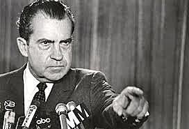 Nixon;acaba con el respaldo del Oro en E.E.U.U