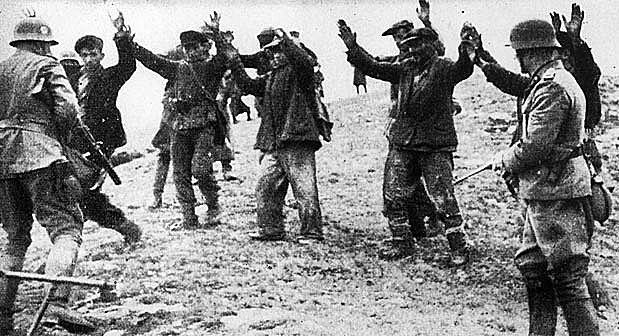 A Polônia se rende aos alemães.