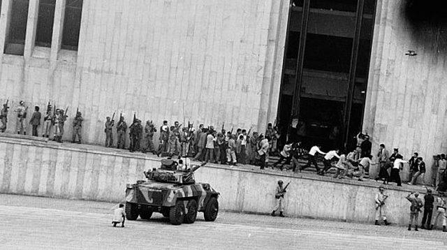 La toma del Palacio y el exterminio de la UP (1985)