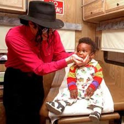 Se hunde la reputación de Michael Jackson.....